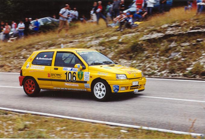 Renault clio di Abramo Antonicelli ad Ascoli nel 2004