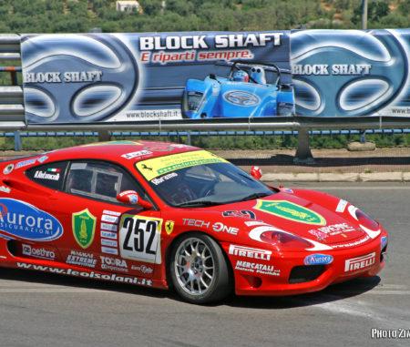 Abramo Antonicelli con la Ferrari 360 Modena a Fasano nel 2005